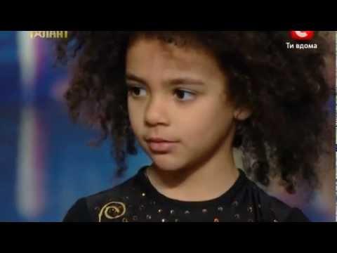 Видео: Емили Москаленко  Харьков  Украина мае талант 4