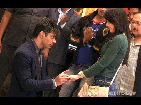 Qubool Hai: Asad proposes to Zoya at the airport -- how filmi