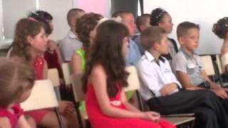 Внимание на девочку в последнем ряду)))