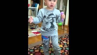 タイガです。2才です。 DAIGOの真似をして どんぐりころころを歌ってみたよ.