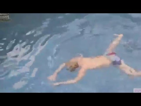 GDRAGON swimming and hits his head.