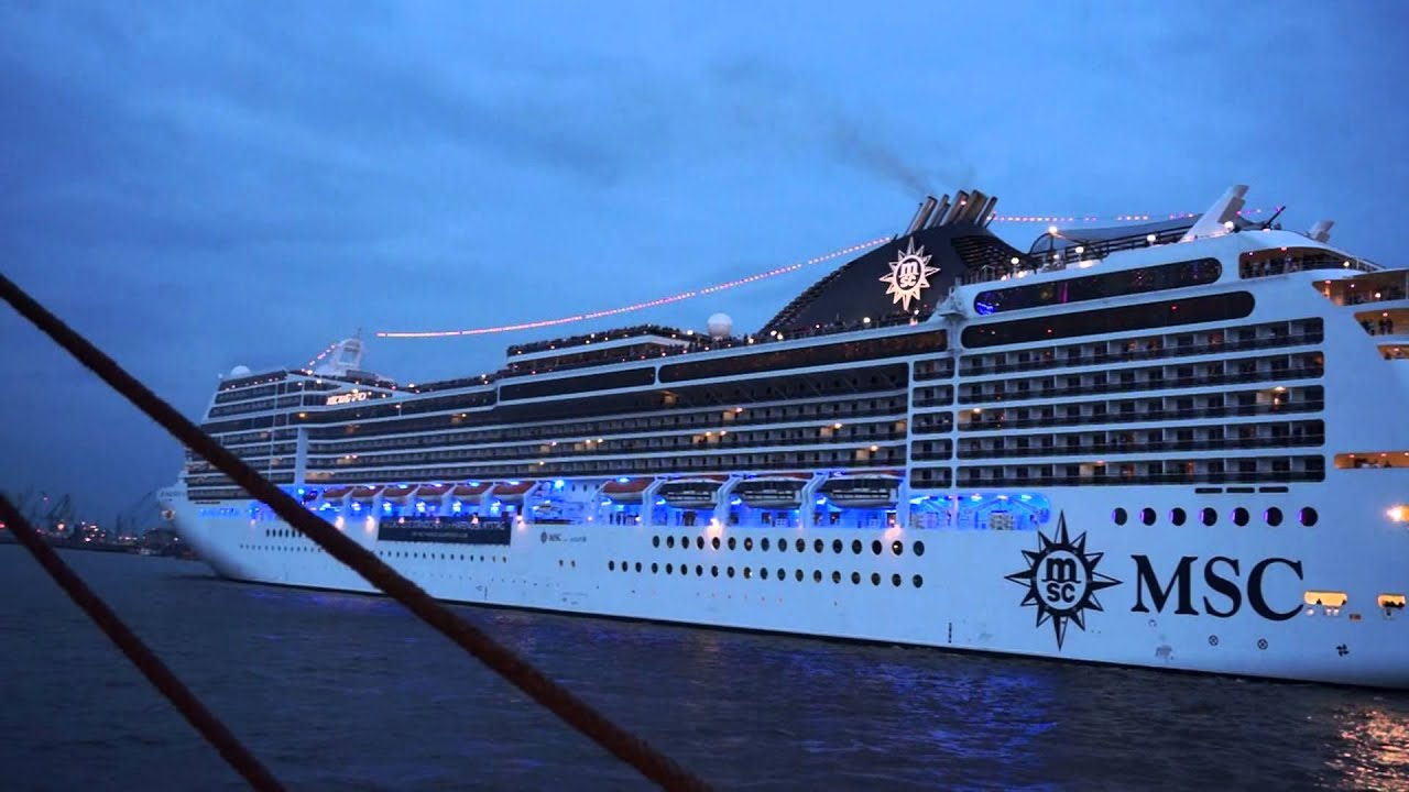 Boat Plays Music Using Its Hornharbor Festival In Hamburg - Best cruise ship songs