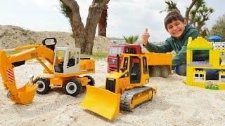 Mikail inşaat arabaları ile otel kuruyor. İnşaat oyunları