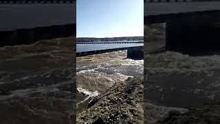 Пустую растрата финанси государство стройка дамби Белоомут разарвало 09 04 2018г(4)