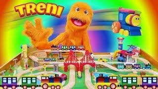 Fuzzy Choo Choo Train Conductor! Treno giocattolo Videos per bambini 🚂 treno per bambini PLAYSET