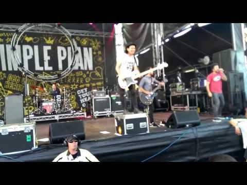 Simple Plan - Addicted (Live at Vans Warped Tour 2013 Melbourne)