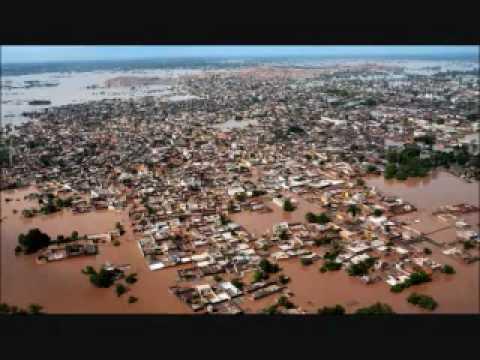 FLOOD VICTIMS, NOWSHERA, KHYBER PAKHTUNKHWA, PAKISTAN