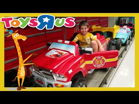 SHARK ATTACK at TOYS R US!! POWER WHEELS Superman THOMAS the TRAIN CAILLOU  Lots of FUN!