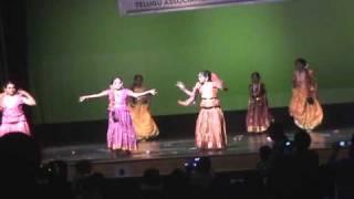 MADHURA MADHURA MEENAKSHI DANCE