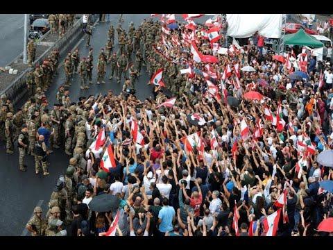 لبنان: المتظاهرون يواصلون حراكهم لليوم السابع على التوالي والجيش يفتح بالقوة طرقا أغلقها محتجون  - نشر قبل 23 دقيقة