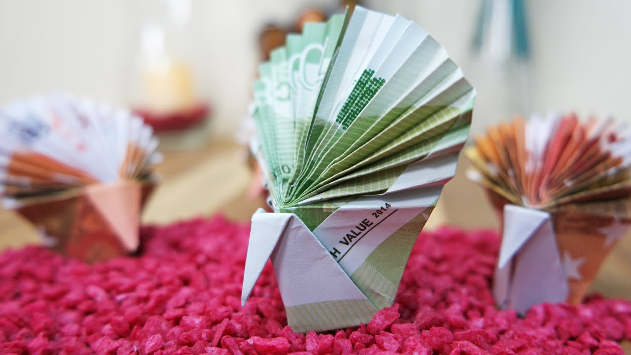 Geldschein falten für Geldgeschenke: Origami Pfau aus Geldschein ...