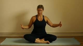 Natürlich Yoga - Guter Sitz zum in die Ruhe kommen mit Móhini