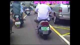 2 bikes crash when man opens the car door
