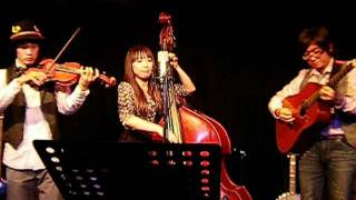 Honey Cookies: ギター、ウッドベース、バイオリンの3人組。 手塚洋輔 ...