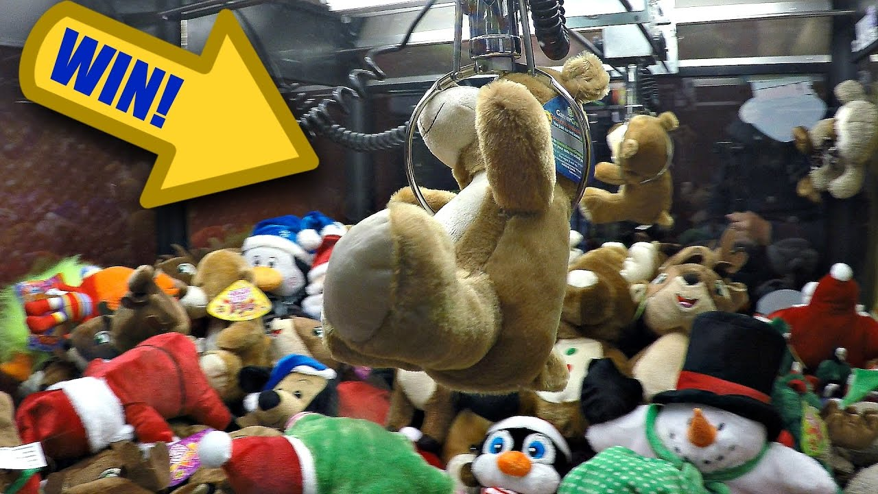 Claw Machine Arcade Fun: Winning Awesome Christmas Plushie Toy ...