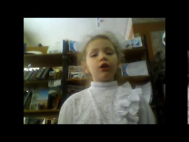 Изображение предпросмотра прочтения – СофияКузьмина читает произведение «Котенок» М.Я.Бородицкой