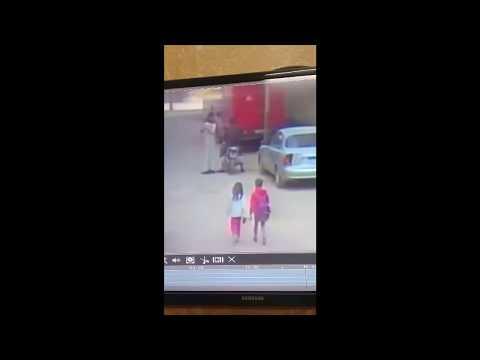كاميرا توثق محاولة خطف طفلة في مصر بوضح النهار مرعب