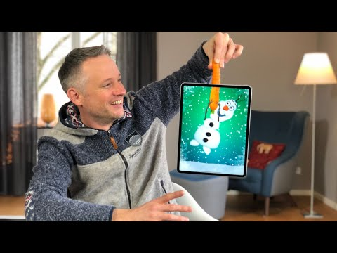 iPad magician uses fan art for Christmas-themed tricks