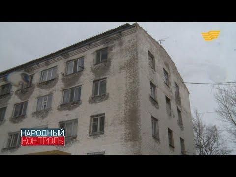 В Астане на глазах рушится аварийный жилой дом