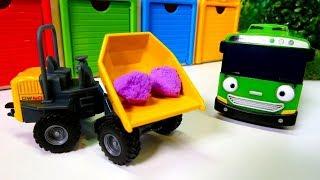 Araba oyunları: Yardımcı Arabalar. Okul otobüsü, yakıt kamyonu.