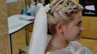 Прическа с плетением на средние волосы. Прическа на свадьбу