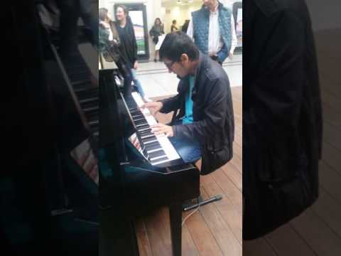 Talented teenager playing piano & singing @Saint-Lazare Paris