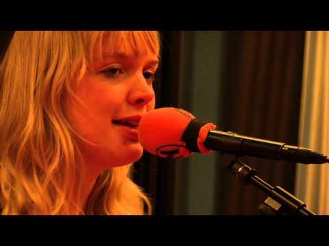 Akhiyan - Tony Kakkar ft. Neha Kakkar & Bohemia | Full Video von YouTube · Dauer:  4 Minuten 41 Sekunden