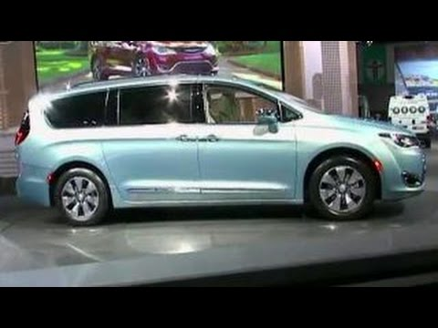 Chrysler unveils first plug-in hybrid minivan