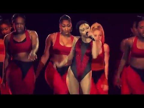Miley Cyrus - Bangerz Tour - 23 - Live from London