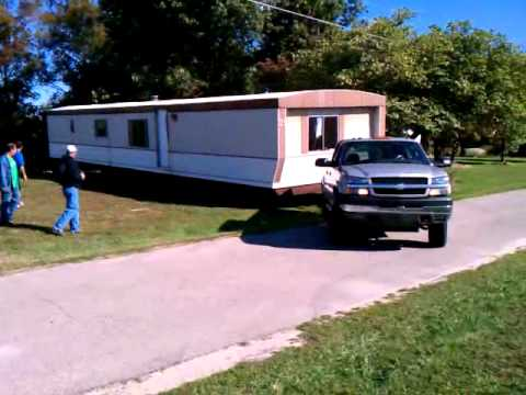 Chevy 2500 Duramax Pulling 75ft Mobile Home.
