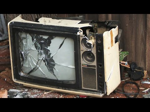 Smashing a Vintage General Electric TC 34P1-R CRT Television