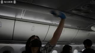 ZIPAIRの客室乗務員の訓練生が機内清掃