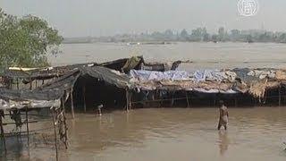 Столице Индии грозит наводнение (новости)(http://www.ntdtv.ru Столице Индии грозит наводнение. Главная река индийской столицы грозит городу бедствием. В резу..., 2013-06-19T13:57:34.000Z)