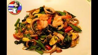 ผัดขี้เมา - называются жарить пьяный Spicy stir fried instant noodle and  basil leaves