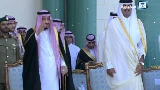 نسخة عن خادم الحرمين الشريفين أثناء أداء العرضة في قطر