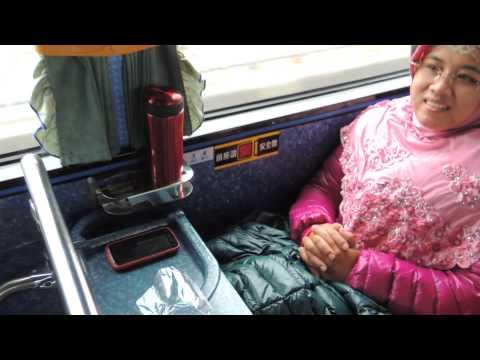 Perjalanan ke Kaohsiung denganTour Bus full karaoke