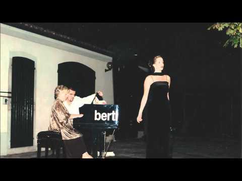 Alexandra Sapan sings