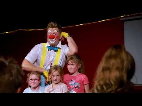 Clown Show Und Walk Act Von DimDim In Filmtierpark Eschede