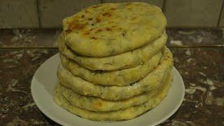 Сырные лепешки. Можно готовить с зеленью.