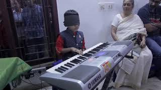Amazing Blindfolded keyboard play by 7 year old kid Shaaru @Beethoven music school(Mr.Jaikeey) Ch-87