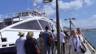 Riviera Cannes: Mit einem Katamaran bei stürmischer See. Riviera With a catamaran at stormy sea