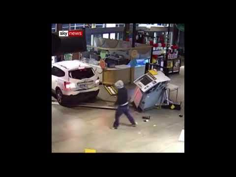 תיעוד: שוד הכספומט הסתבך והשודדים נמלטו בידיים ריקות