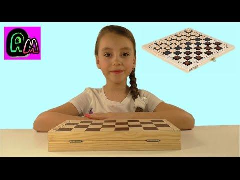 Алиса играет в шашки /Обыграла маму в шашки