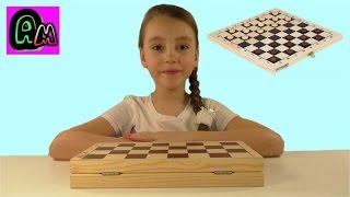 Алиса играет в шашки Обыграла маму в шашки