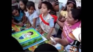 niño aceptando su destino con el pastel