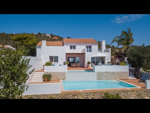 Immaculate 3 bed villa with spectacular sea views - BHHS Portugal Property