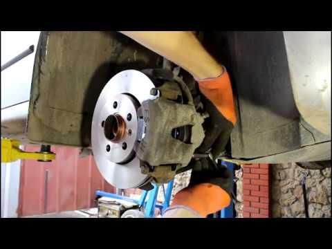 Замена передних тормозных дисков и колодок на Шкода Фабиа 1,2 Skoda Fabia 2007