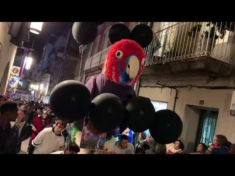 O enterro do papagaio Ravachol pon fin ao Entroido de Pontevedra