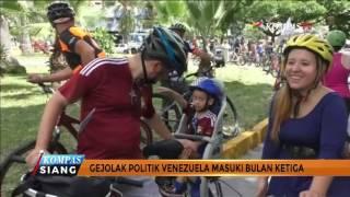 Warga Venezuela Berunjuk Rasa dengan Bersepeda