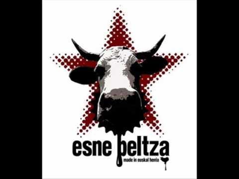 Esne Beltza - Astindu